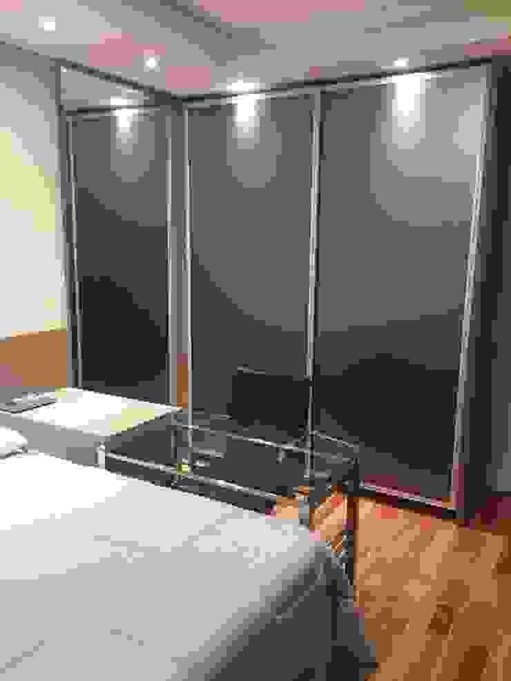 ADL Projetos Sob Medida BedroomWardrobes & closets Wood Wood effect