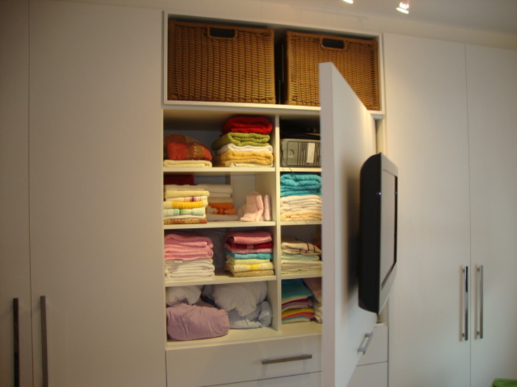 ADL Projetos Sob Medida BedroomWardrobes & closets MDF Wood effect