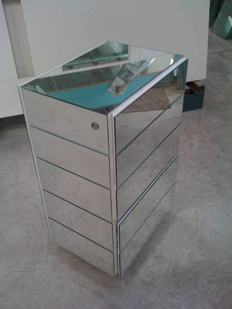 ADL Projetos Sob Medida BathroomMedicine cabinets MDF Metallic/Silver
