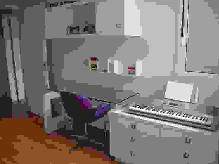 ADL Projetos Sob Medida Nursery/kid's roomDesks & chairs MDF Wood effect
