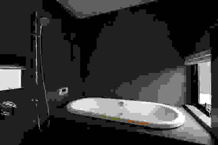Phòng tắm phong cách hiện đại bởi 寺下浩一級建築士事務所 Hiện đại