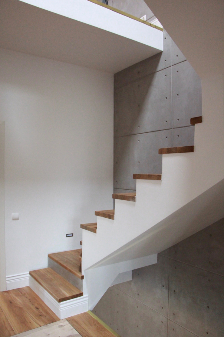 3 Storey town house Industrial style corridor, hallway and stairs by Papersky Studio Industrial