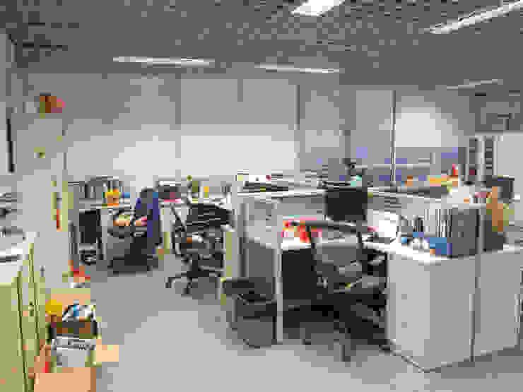 辦公區重新調整後: 現代  by 以恩設計, 現代風