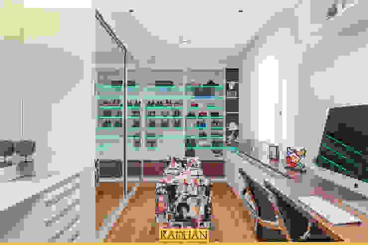 Modern dressing room by Raduan Arquitetura e Interiores Modern