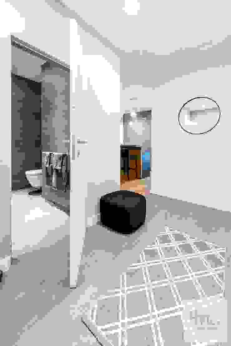 Projekt mieszkania o pow. 165 m2. Nowoczesny korytarz, przedpokój i schody od 4ma projekt Nowoczesny