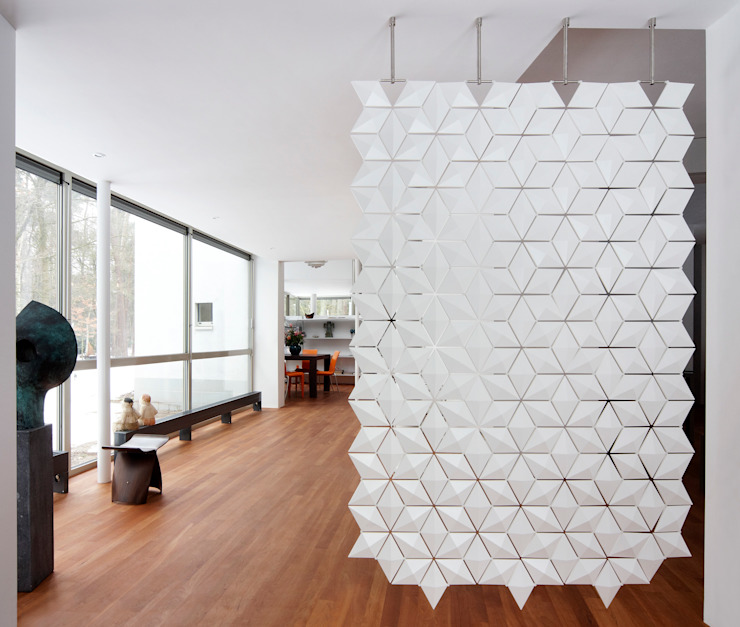 THE MOST STYLISH HANGING ROOM DIVIDER SCREEN IS HERE: modern  door Bloomming, Modern Kunststof