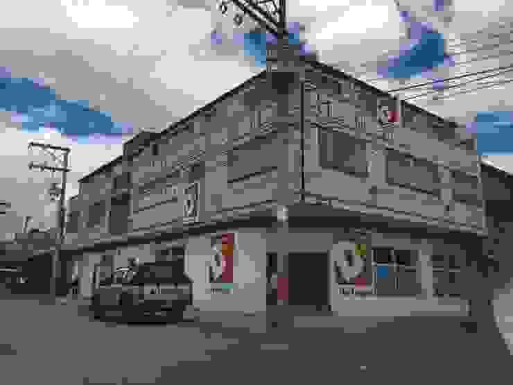 Tiendas D1 by Bustos + Quintero arquitectos Minimalist