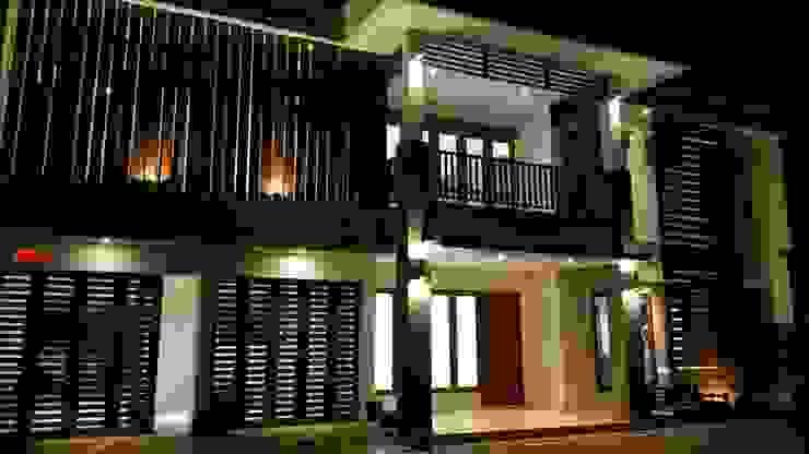 TAMPAK DEPAN SESUDAH RENOVASI (MALAM HARI) Rumah Tropis Oleh PT.Matabangun Kreatama Indonesia Tropis