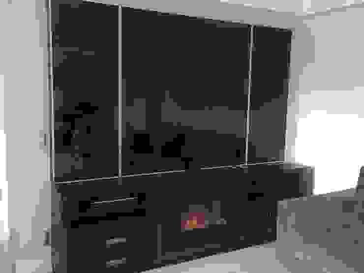 QUARTO DE CASAL Modern Living Room by STUDIO SPECIALE - ARQUITETURA & INTERIORES Modern Glass