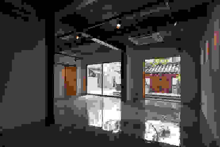 Salas modernas de 서가 건축사사무소 Moderno