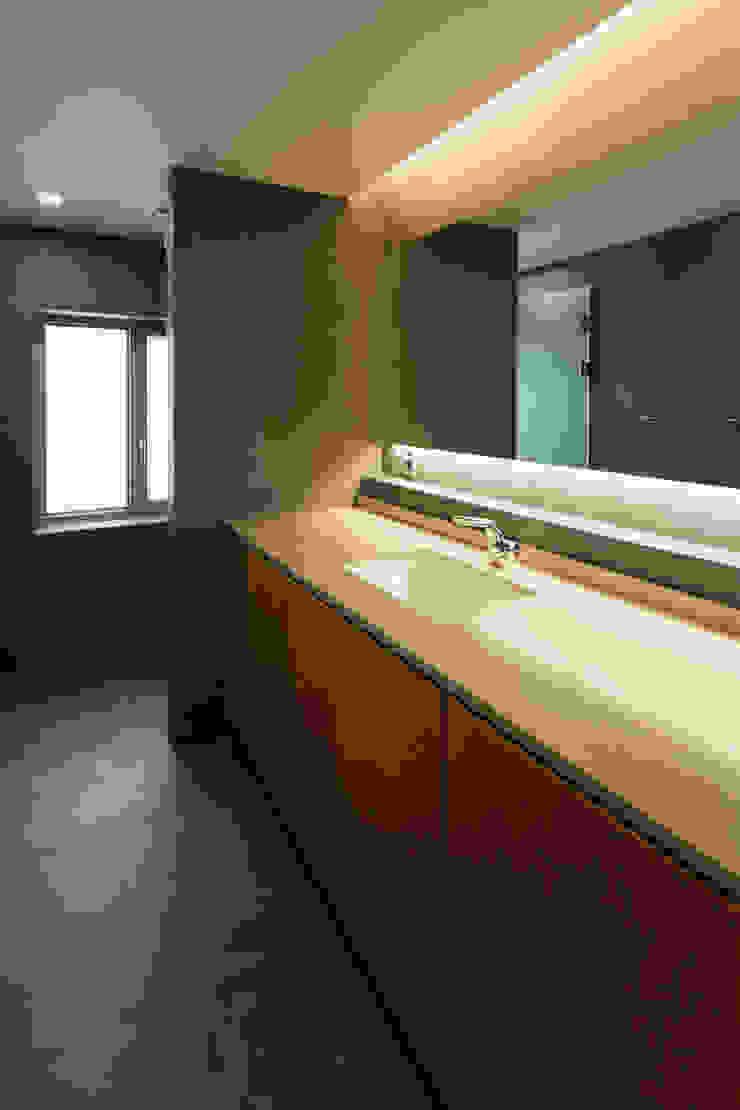 팔판동 단독주택 모던스타일 욕실 by 서가 건축사사무소 모던