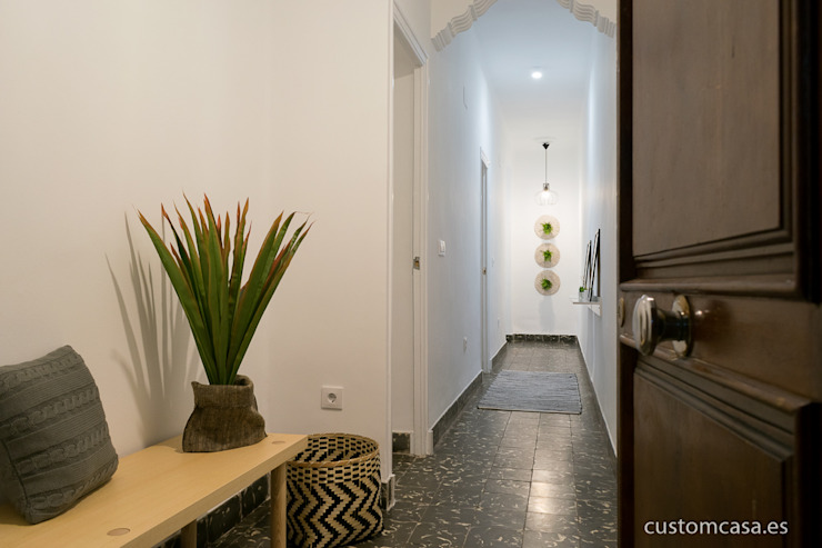 custom casa home staging Skandinavischer Flur, Diele & Treppenhaus