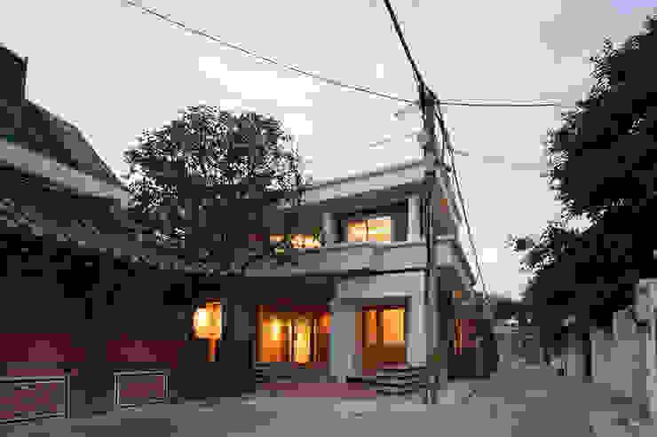 Casas modernas de 서가 건축사사무소 Moderno