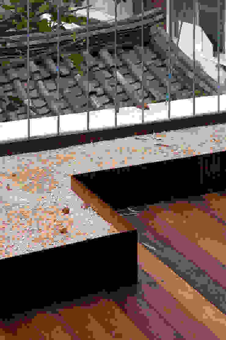 팔판동 단독주택 모던스타일 발코니, 베란다 & 테라스 by 서가 건축사사무소 모던