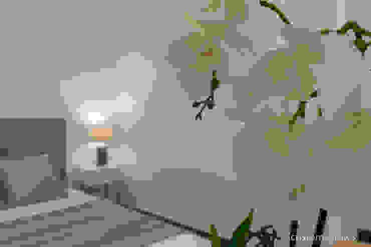 Singular vivienda de estilo nórdico en Valencia Dormitorios de estilo escandinavo de custom casa home staging Escandinavo