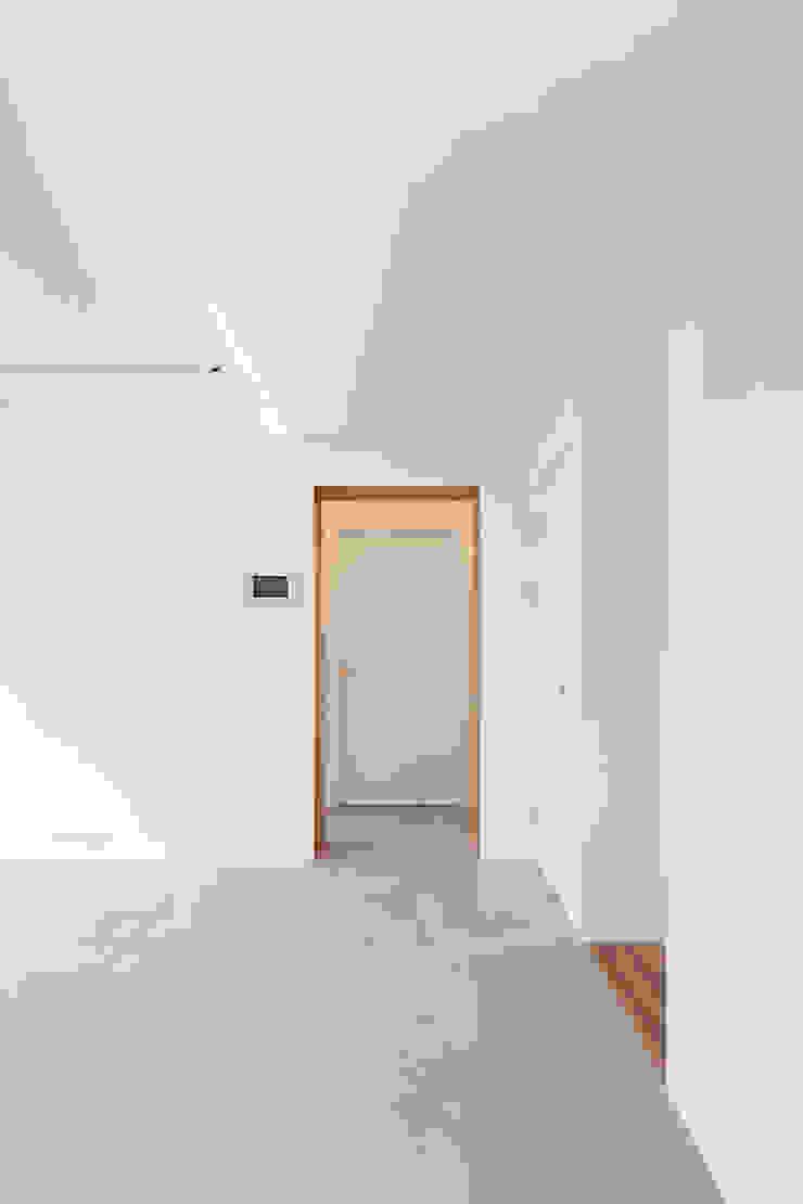 팔판동 단독주택 모던스타일 미디어 룸 by 서가 건축사사무소 모던