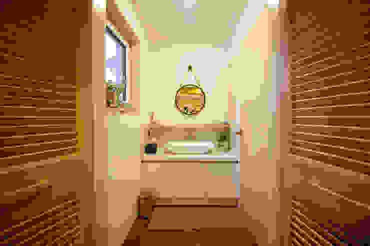 Baños modernos de 건축스튜디오 사람 Moderno