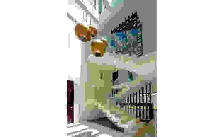 Casa MG Pasillos, vestíbulos y escaleras de estilo moderno de COUTIÑO & PONCE ARQUITECTOS Moderno