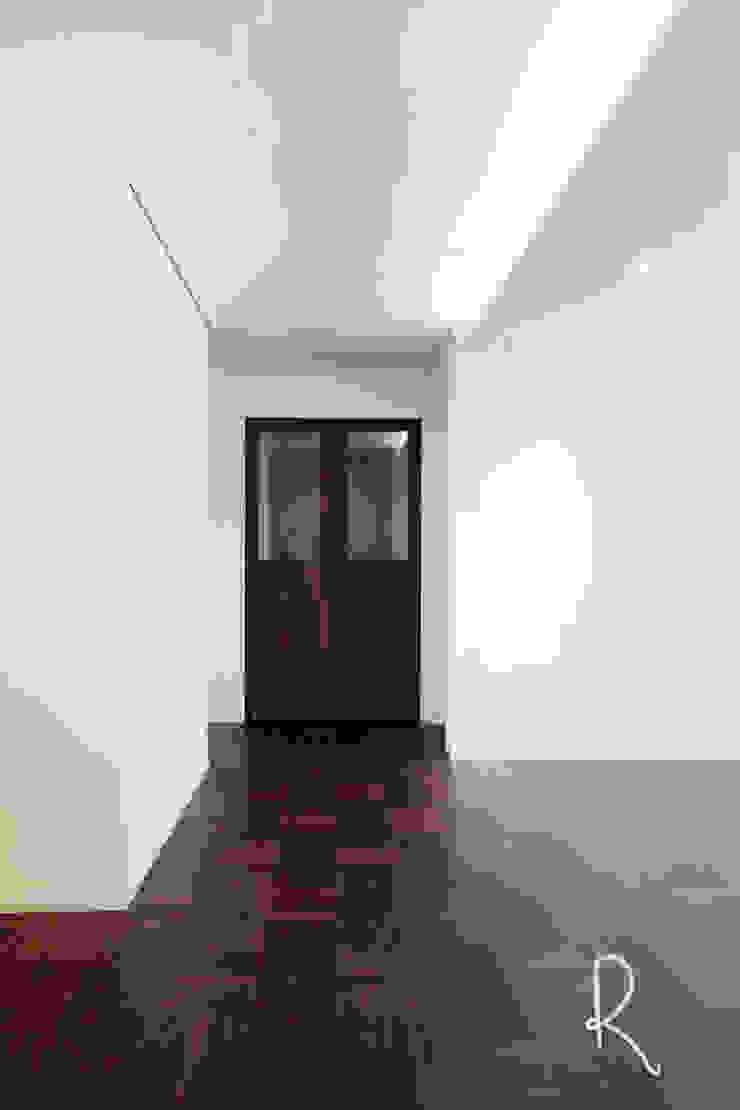 사하구 유림2차 39평 아파트 인테리어 모던스타일 복도, 현관 & 계단 by 로하디자인 모던