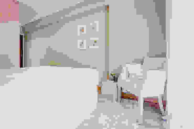 Dormitorios de estilo rural de Santiago | Interior Design Studio Rural