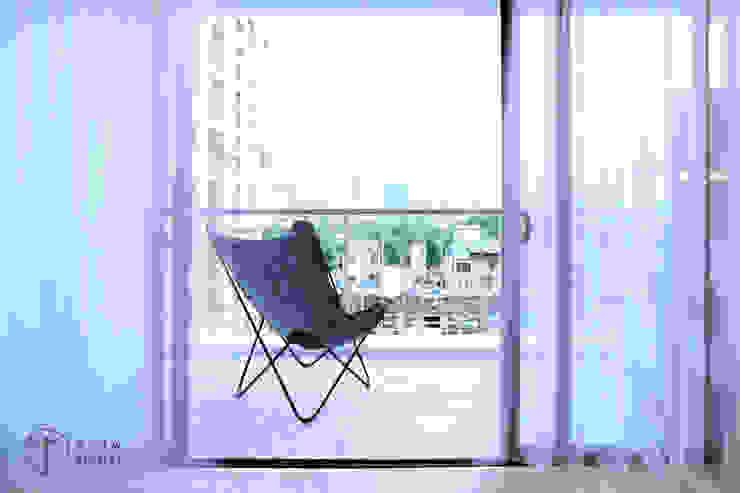 Cải tạo căn hộ tầng 7 Chung cư Ngọc Khánh:  Hiên, sân thượng by AOTA atelier