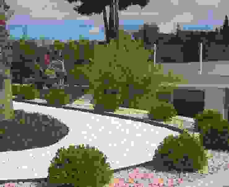 Mediterranean style garden by Arch. Giuseppe Barone _ Studio di Architettura & Tutela del Paesaggio Mediterranean Slate