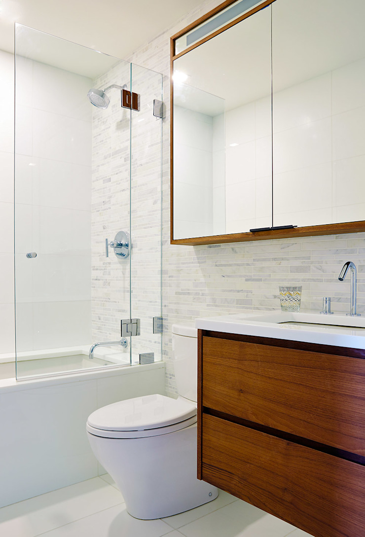 Longhouse 2nd Bathroom by Abodde Luxury Homes