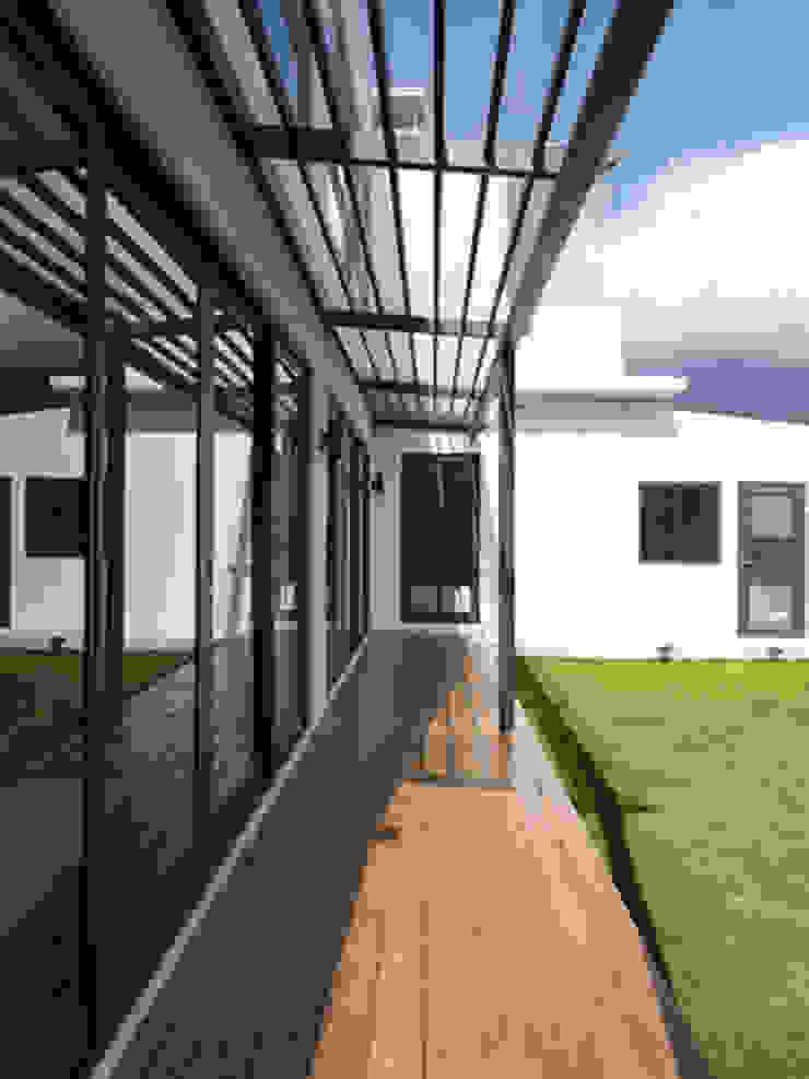 老屋翻新大改造 根據 夏禾創作有限公司 簡約風 木頭 Wood effect