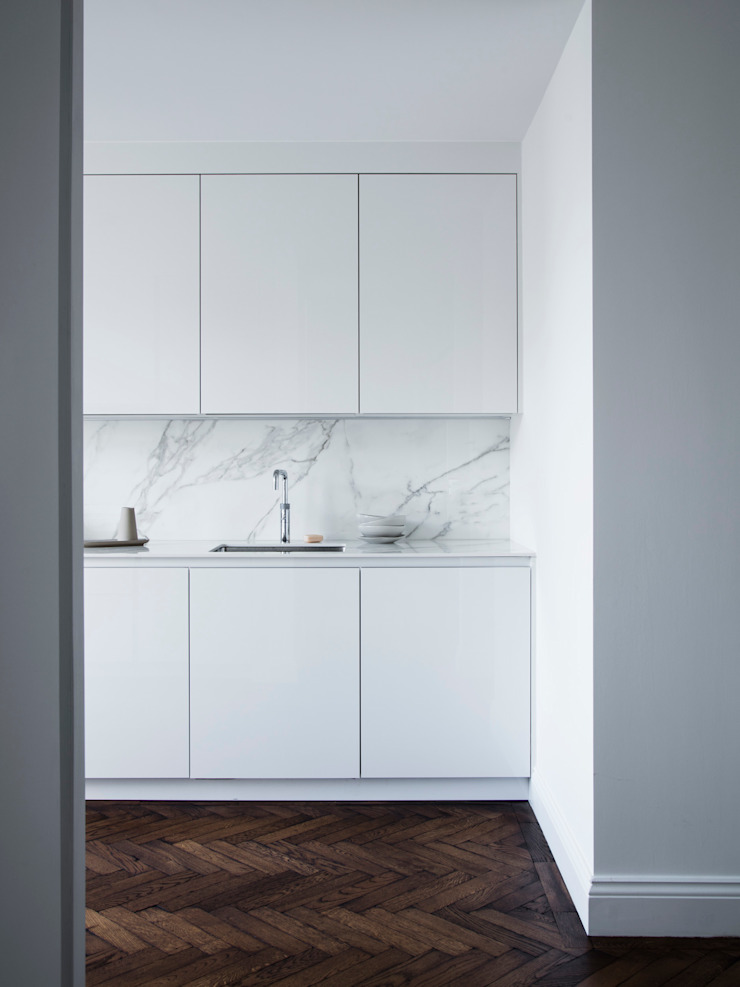 Kitchen by Brosh Architects Minimalist MDF