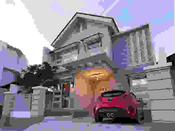 """Rumah Tinggal Jl. Karimata Semarang:{:asian=>""""Asia"""", :classic=>""""klasik"""", :colonial=>""""kolonial"""", :country=>""""country"""", :eclectic=>""""eklektik"""", :industrial=>""""industri"""", :mediterranean=>""""mediterania"""", :minimalist=>""""minimalis"""", :modern=>""""modern"""", :rustic=>""""pedesaan"""", :scandinavian=>""""Skandinavia"""", :tropical=>""""tropis""""}  oleh Manasara Design&Build,"""