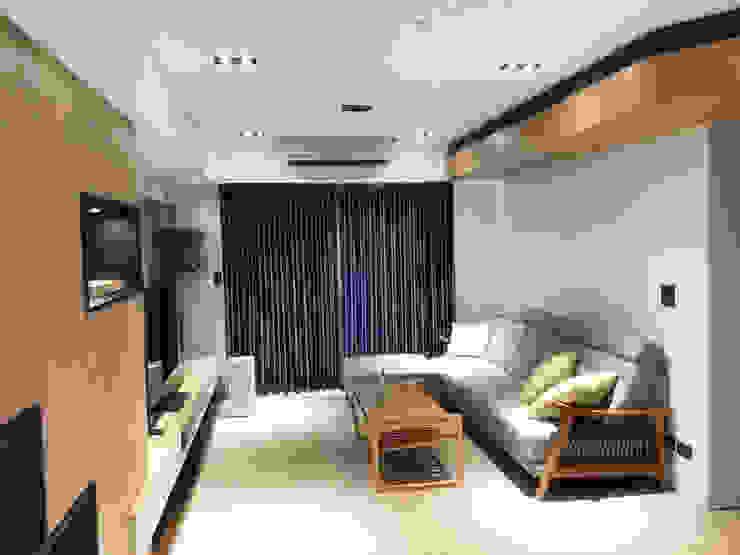 de 解構室內設計 Moderno Madera maciza Multicolor
