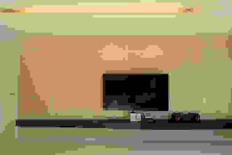Modern Living Room by (주)더블유디자인 Modern