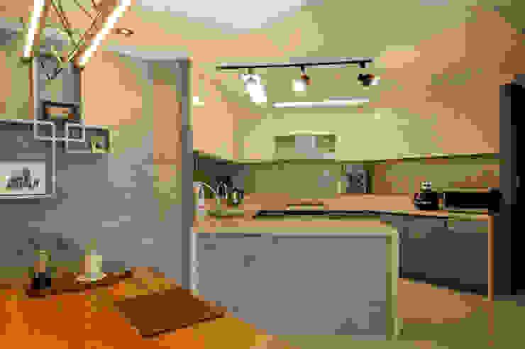 Modern Kitchen by (주)더블유디자인 Modern