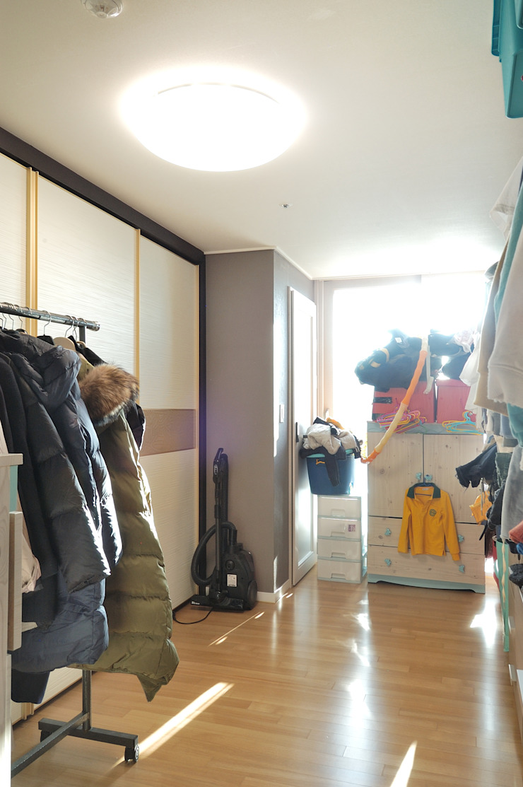 Modern Dressing Room by (주)더블유디자인 Modern