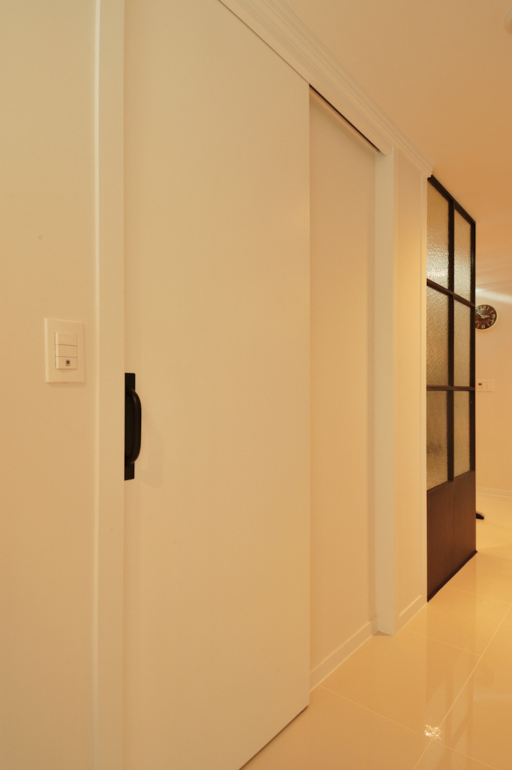 Modern style doors by (주)더블유디자인 Modern