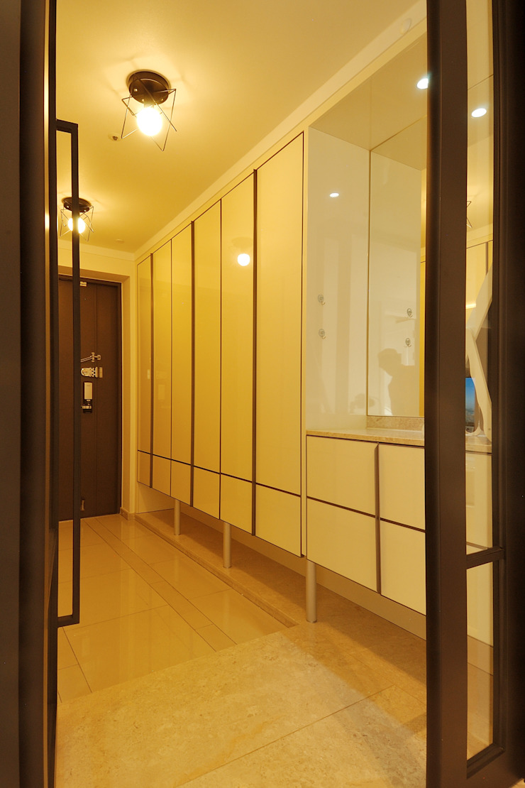 Modern Corridor, Hallway and Staircase by (주)더블유디자인 Modern