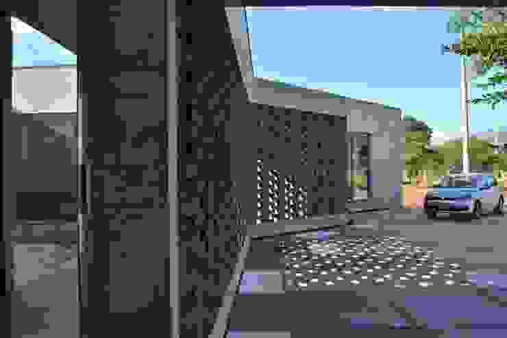 Casa C-17: Casas ecológicas de estilo  por XXStudio,