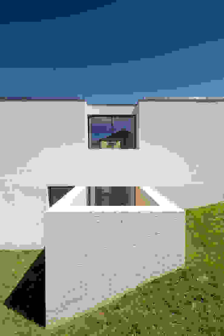 Maisons minimalistes par Raulino Silva Arquitecto Unip. Lda Minimaliste Céramique
