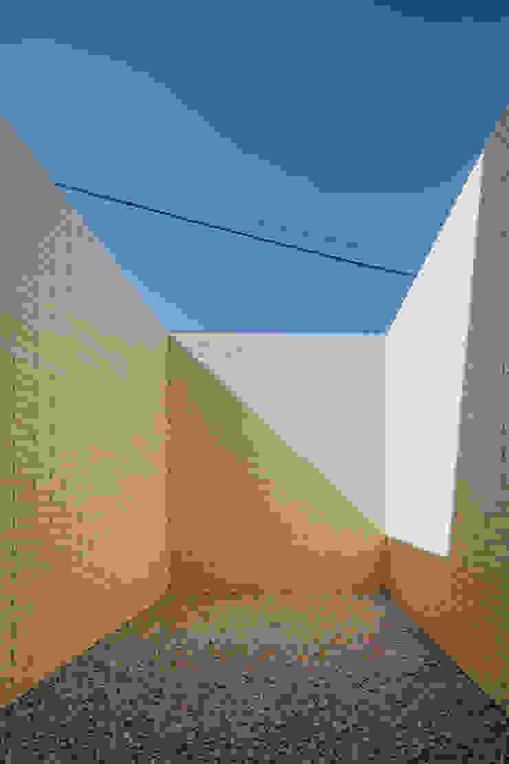 Murs & Sols minimalistes par Raulino Silva Arquitecto Unip. Lda Minimaliste Céramique