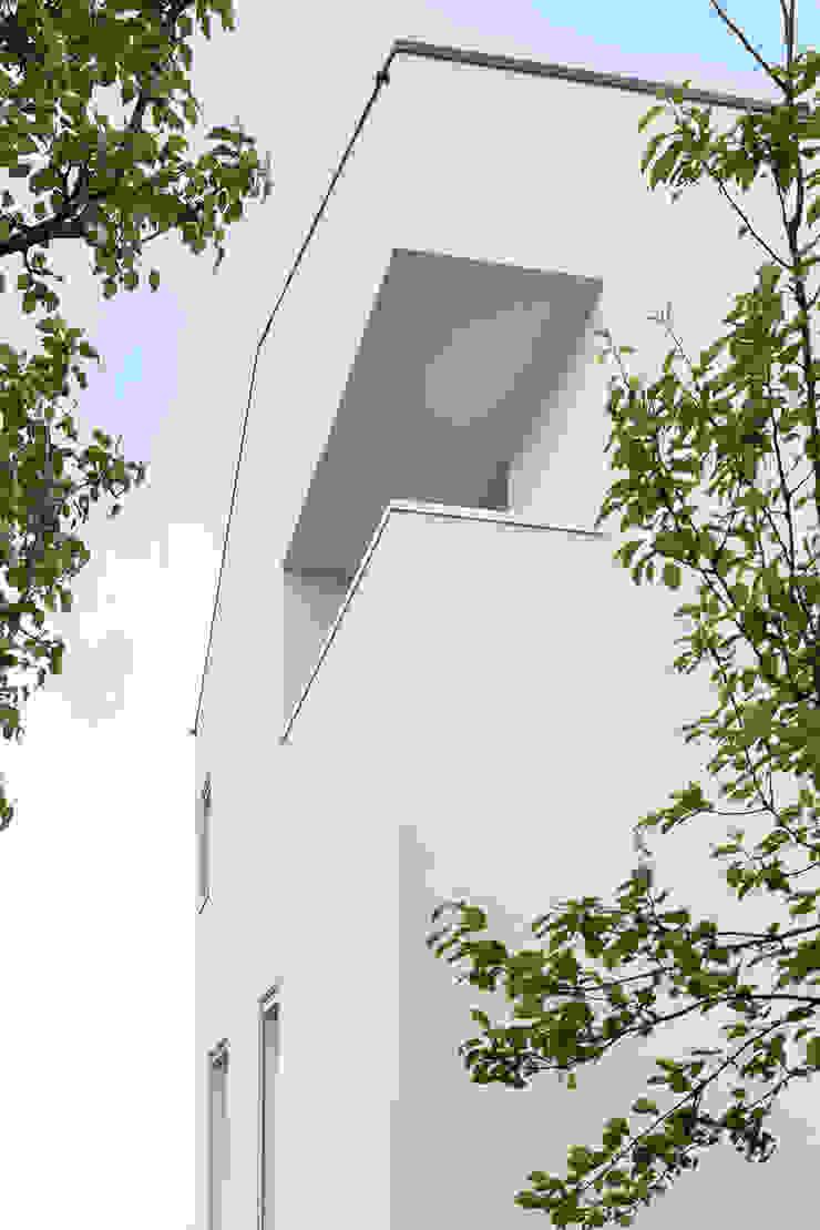 Davide Ceron Architetto Balcones y terrazas de estilo minimalista Blanco