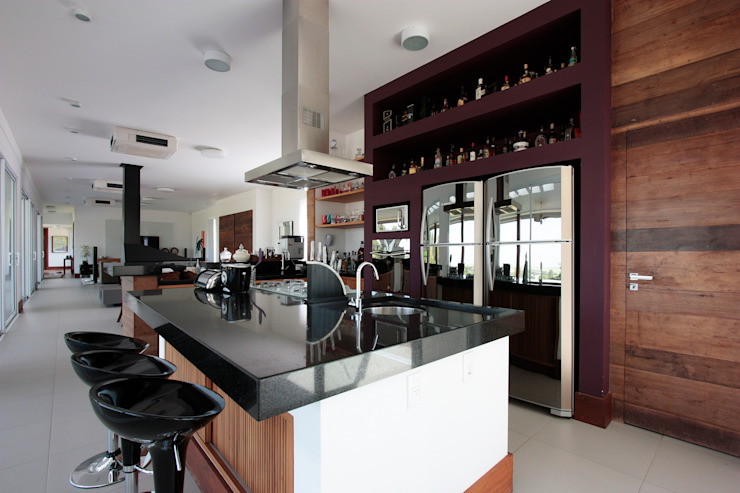 Nowoczesna kuchnia od R 7 Mila Ricetti Arquitetos Associados Nowoczesny