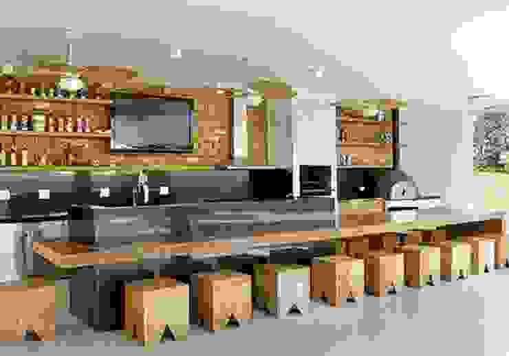 Balcones y terrazas modernos de R|7 Mila Ricetti Arquitetos Associados Moderno