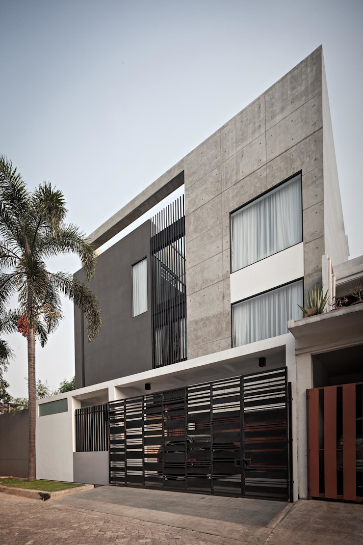 Modern style balcony, porch & terrace by DP+HS Architects Modern