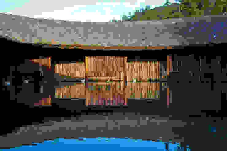 i-resort Hồ bơi phong cách hiện đại bởi a21studĩo Hiện đại