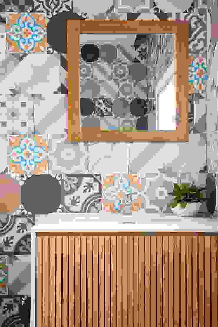 3x9 house Phòng tắm phong cách hiện đại bởi a21studĩo Hiện đại