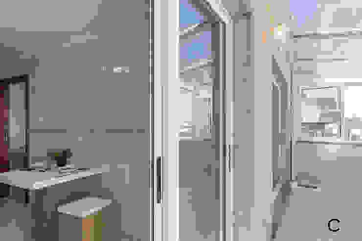 TERRAZA Balcones y terrazas de estilo moderno de CCVO Design and Staging Moderno