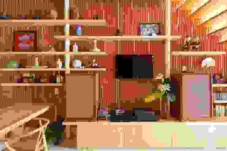 Living room by a21studĩo, Modern