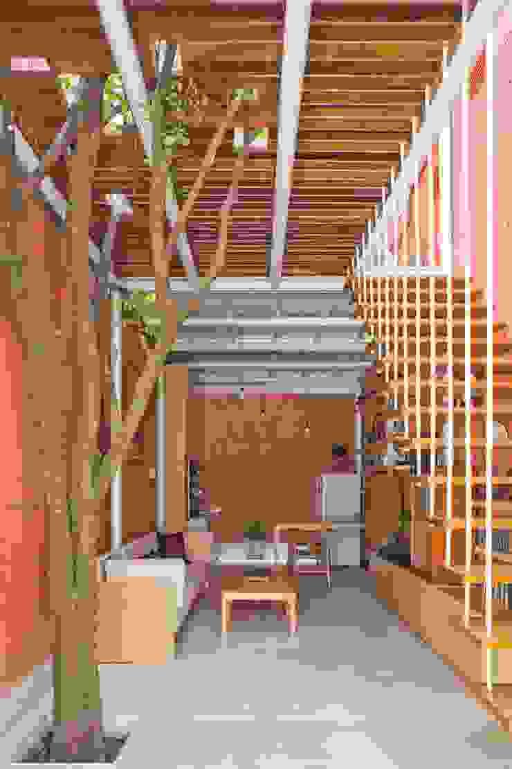 3x9 house Hành lang, sảnh & cầu thang phong cách hiện đại bởi a21studĩo Hiện đại