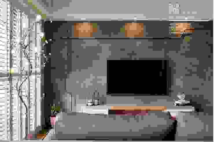 百玥空間設計 ─ 賦居映月 ─客廳 根據 百玥空間設計 鄉村風 強化水泥