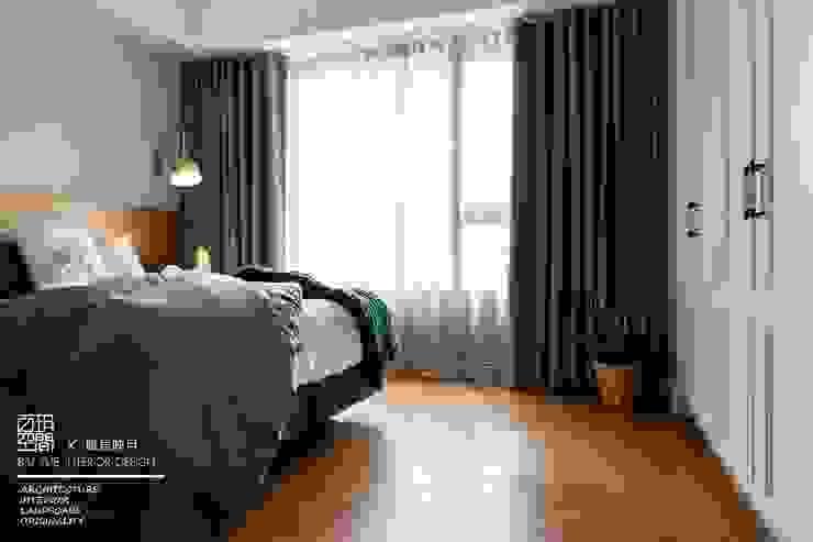 百玥空間設計 ─ 賦居映月 ─主臥室 根據 百玥空間設計 鄉村風 實木 Multicolored